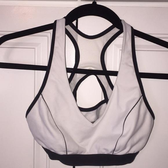 deafbd0593 Victoria s Secret shock absorber sports bra. M 5b91b96bb6a942275bc13c89